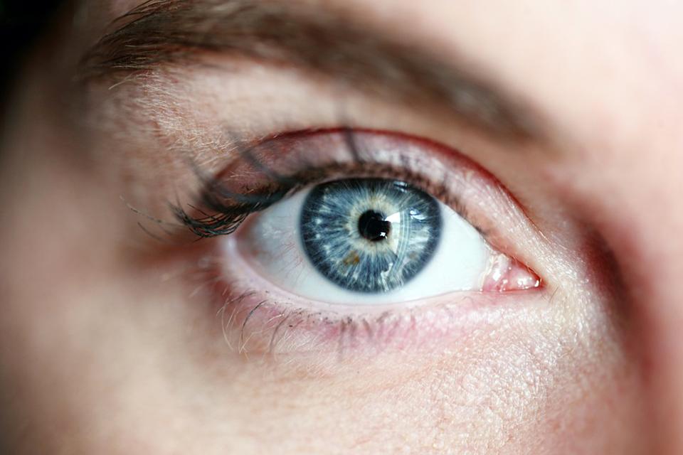 青光眼藥物以減少房水分泌或增加房水排出 降低眼壓延緩視神經功能惡化
