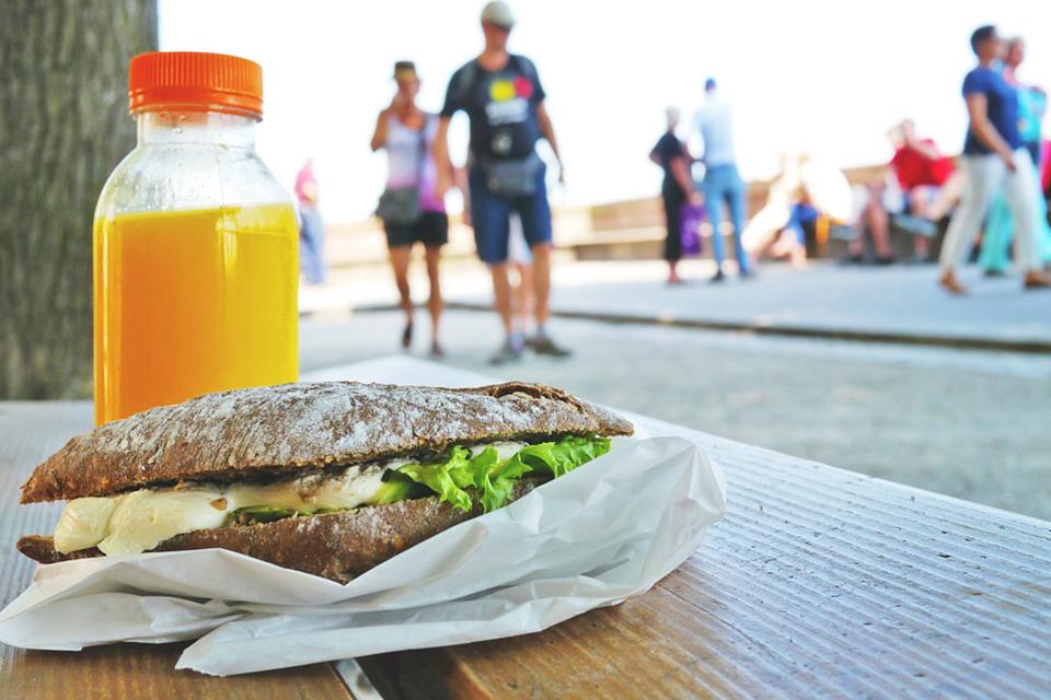 三餐「老外族」無法有效補充蔬菜和水果 包裝果蔬汁幫助攝取該怎麼選?
