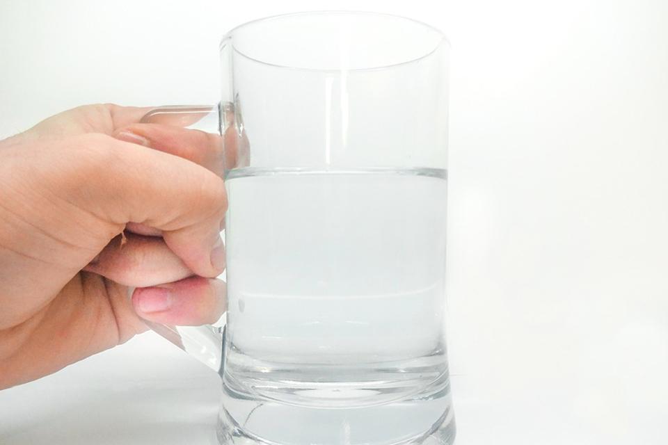 高溫炎熱避免熱傷害記得多補水 清涼消暑聰明喝水笑「喝」呵